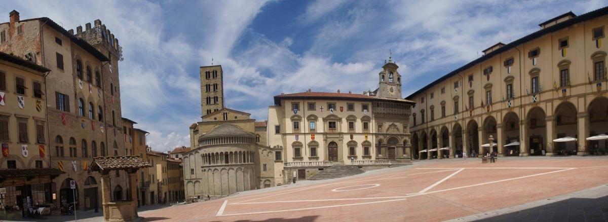 wine tour adventure - tuscany - arezzo piazza grande